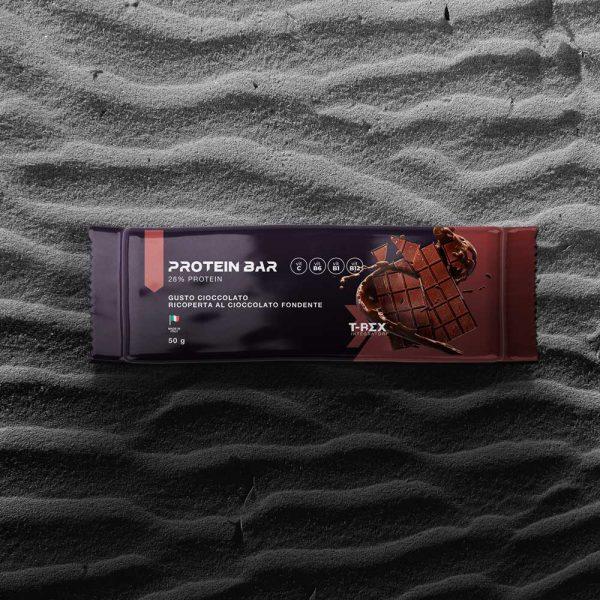 T-Rex Integratori, Protein Bar 28% baretta proteica a base di proteine whey e della soia arricchita con vitamine, ricoperta di cioccolato. L'ideale per il tuo spuntino proteico